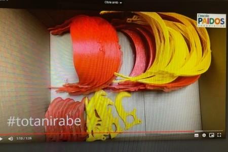 l'Escola Paidos fabrica viseres i obreportes amb les impressores 3D